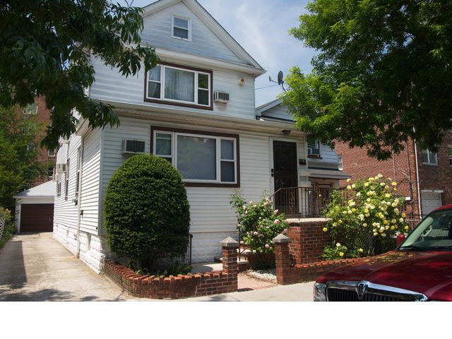 5 BR,  2.50 BTH  2 story style home in Sheepshead Bay